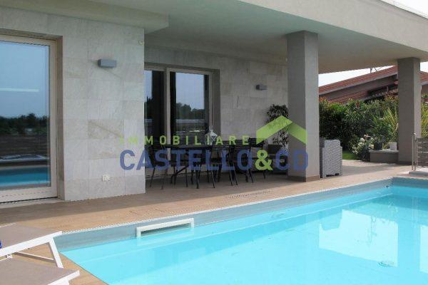 Villa su un livello con piscina