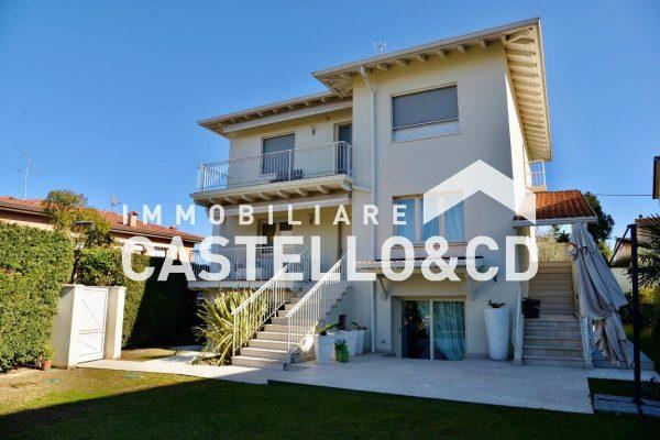 Villa Singola a due passi dal Lago
