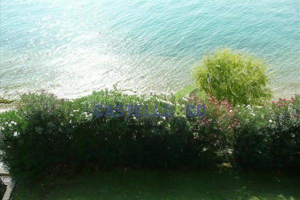Villa a lago con dependance