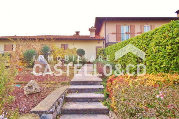 Villa a schiera in residence con piscina